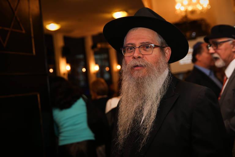 O rabino David Weitman durante a cerimônia de inauguração do Memorial da Imigração Judaica e do Holocausto