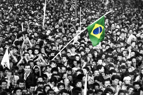 SÃO PAULO, SP, 16.04.1984: Comício pelas Diretas Já! na praça da Sé, região central de São Paulo (Foto: Jorge Araújo/folhapress) ORG XMIT: AGEN1702231904596274