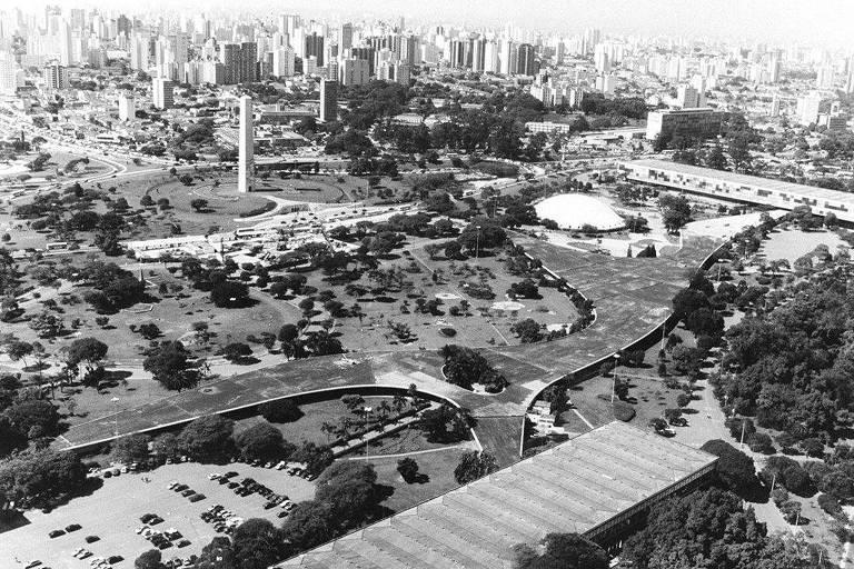Vista aérea do parque Ibirapuera, com a marquise ao centro