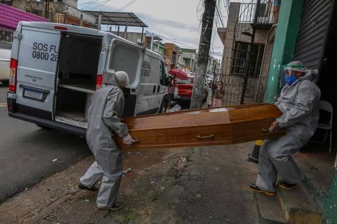 Número de mortos pela Covid-19 no Brasil passa de 70 mil