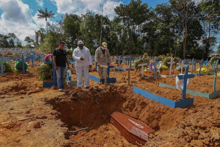Pastor evangélico presta serviços funerários e religiosos em Manaus