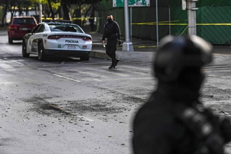 Chefe de polícia da Cidade do México sofre atentado e acusa cartel