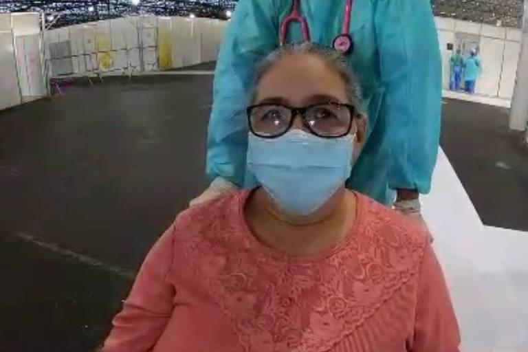 A pensionista Marina Caetano de Araújo é a 2.000ª paciente a se recuperar do novo coronavírus no Hospital de Campanha do Anhembi, na zona norte de São Paulo