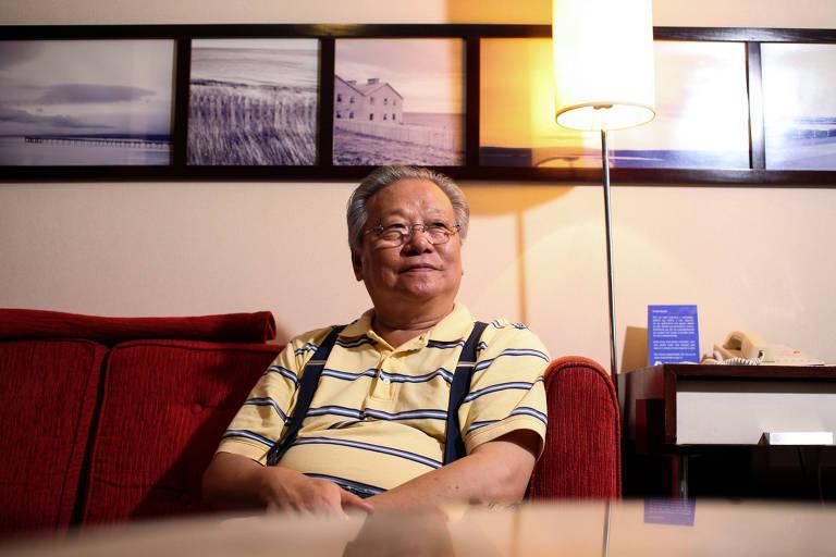 O fotógrafo chinês Li Zhensheng durante entrevista à Folha, em 2013