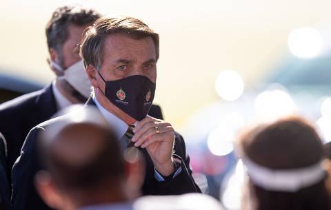 Bolsonaro veta obrigação do uso de máscara em igrejas e comércios