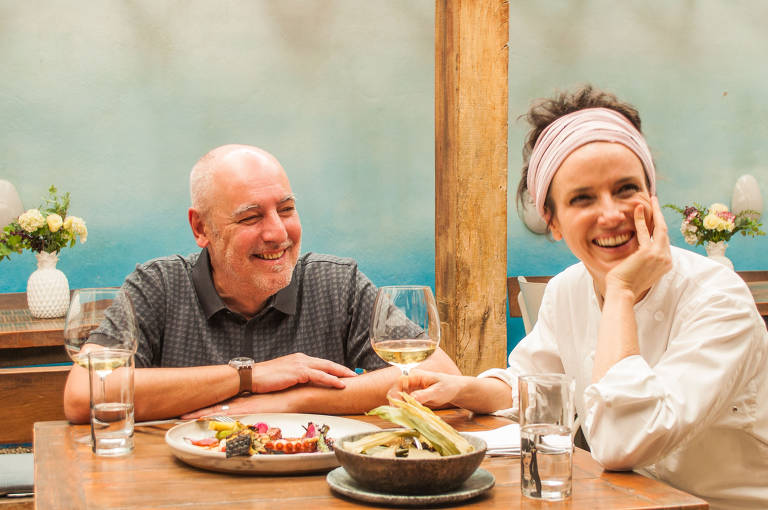 Josimar Melo e a chef Helena Rizzo; crítico da Folha, Melo apresenta o programa Comida é Arte - Terroir Brasil