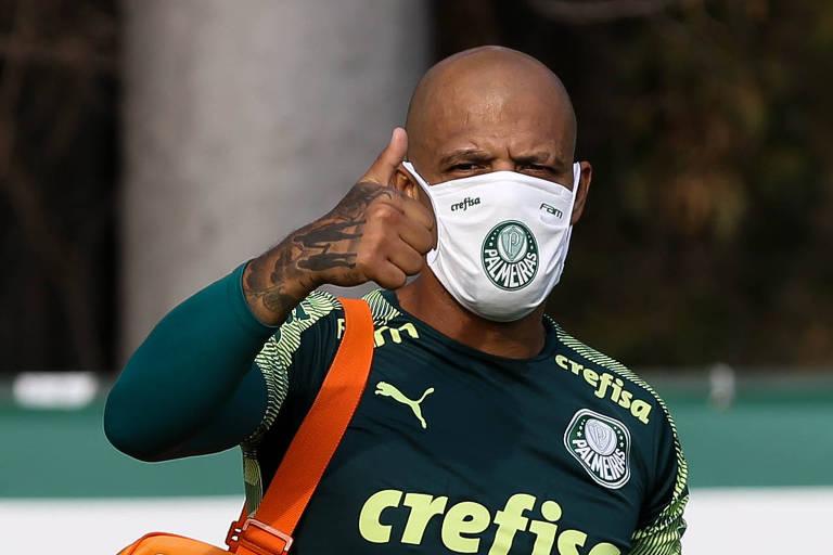 O jogador Felipe Melo, do Palmeiras, durante avaliação física no CT do Clube