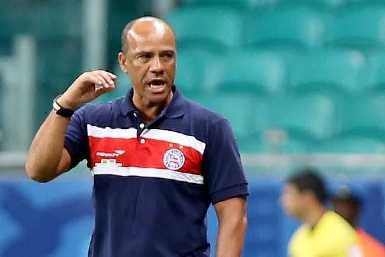Sérgio Soares no comando do Bahia em 2015; o Tricolor baiano é hoje o único time de Série A que tem um treinador negro (Roger Machado)