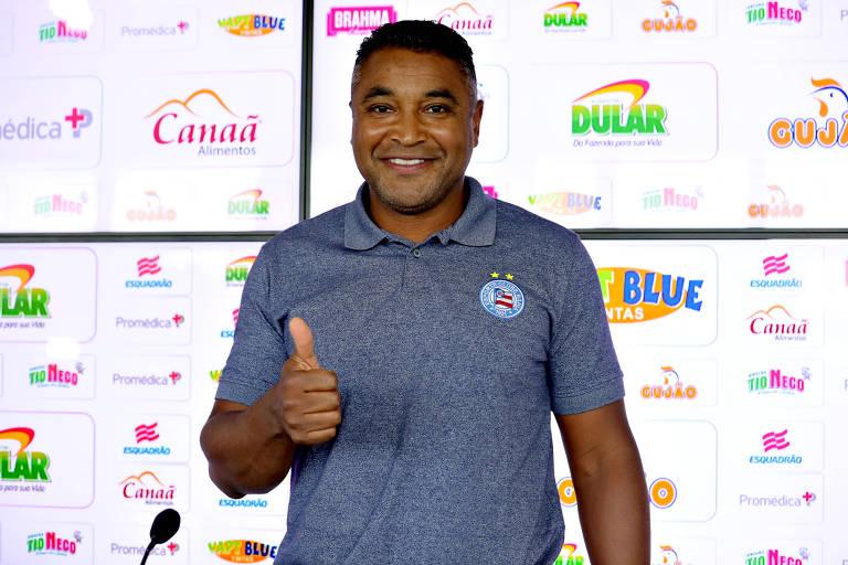 Roger Machado durante sua apresentação como técnico do Bahia