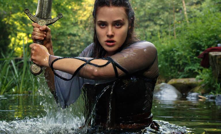 Nimue (Katherine Langford) é uma jovem heroína com o misterioso, mas trágico, poder de se transformar na Dama do Lago. Na companhia de Arthur (Devon Terrell), ela embarca em uma aventura à procura do mago Merlim (Gustaf Skarsgård) e da espada sagrada