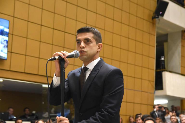O deputado Caio França (PSB), ao tomar posse para o segundo mandato na Assembleia, em 2019