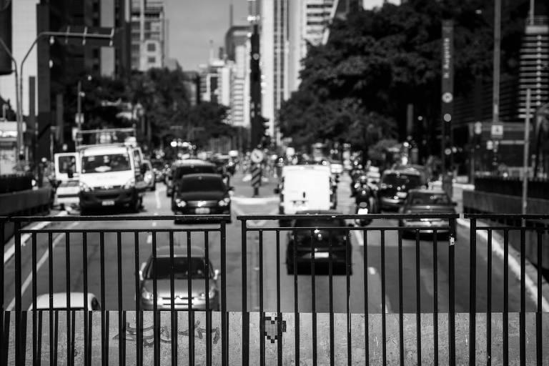 Trânsito na avenida Paulista, no início de abril