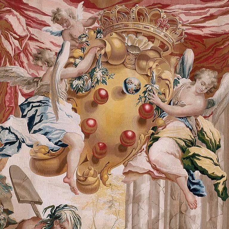Detalhe de uma tapeçaria florentina com dois anjos segurando o brasão de Médici