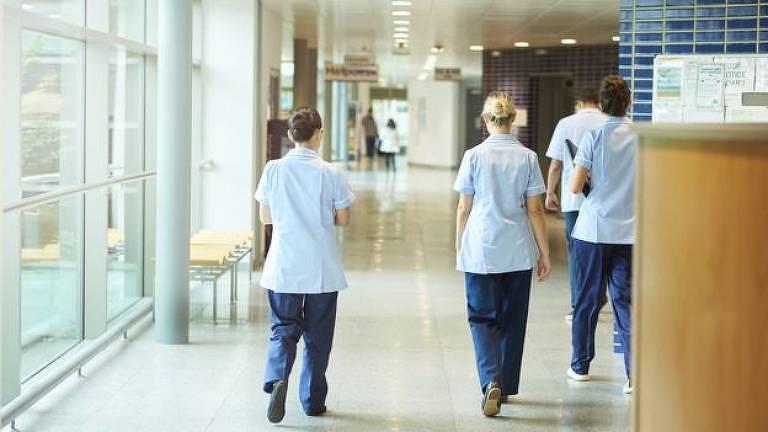O sistema de saúde do Reino Unido tem sofrido muita pressão durante a pandemia