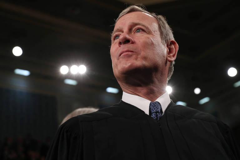 O presidente da Suprema Corte dos EUA, John Roberts, antes do discurso do Estado da União, na Câmara dos Representantes, em Washington