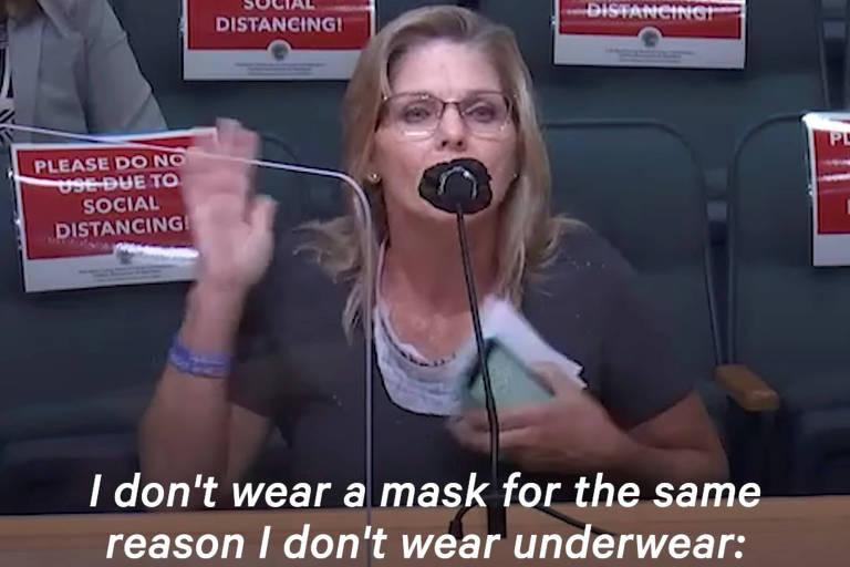 Em imagem captura de vídeo, ativista diz que 'não usa máscara pela mesma razão que não utiliza roupas íntimas' em audiência pública em Palm Beach, na Flórida