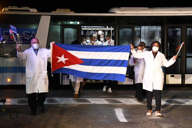 Médicos retornam a Cuba após missão contra Covid na Europa