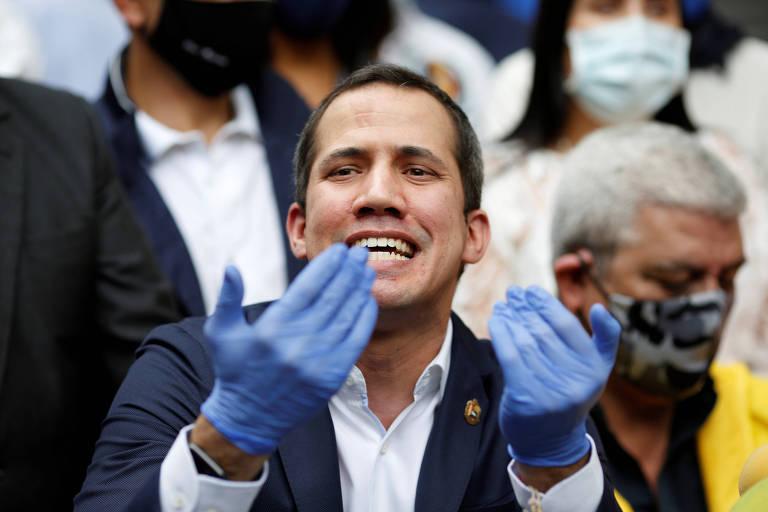 O líder opositor Juan Guaidó, ao deixar ato partidário em Caracas