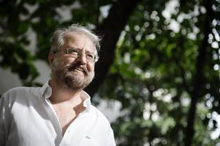 RIO DE JANEIRO, RJ, BRASIL, 04-01-2018, Retrato do escritor Marcelo Mirisola que lança livro 'Como se Me Fumasse'. Leme, Rio de Janeiro.(Foto: Zo Guimaraes/Folhapress, FSP-ILUSTRADA) ***EXCLUSIVO FOLHA****