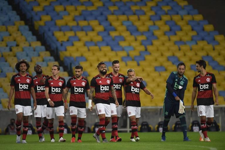 Jogadores do Flamengo na partida que marcou a volta do estadual