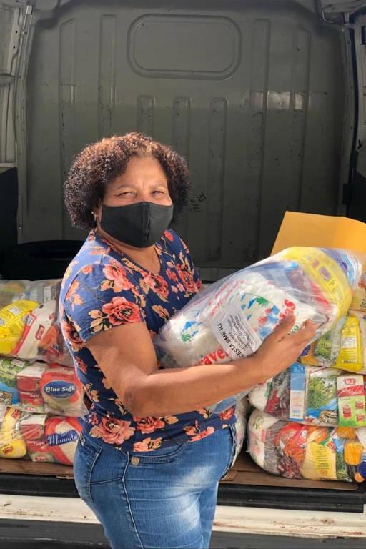 Escolas entregam cestas básicas no Rio de Janeiro