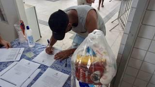 Doação de cesta básica em escolas municipais do RIO