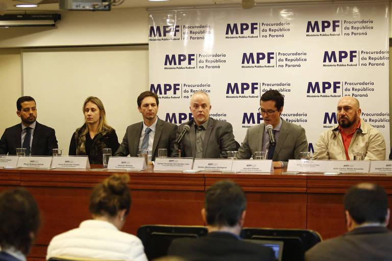 Procuradores da força-tarefa de Curitiba reunidos em coletiva em 2016, ano que foi o auge da operação
