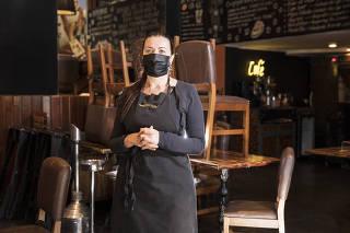 ***Especial FOLHA Domingo. Trabalhadores e Comerciantes do Edificio COPAN durante a pandemia do Coronavirus*** Retrato da chef Janaina Rueda,45, proprietaria do restaurante Dona Onca que continua fechado