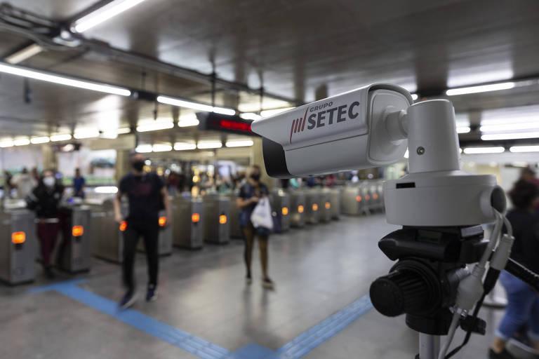Metrô testa câmera para medir a temperatura de passageiros e verificar uso de máscara na estação da Sé, no centro de São Paulo