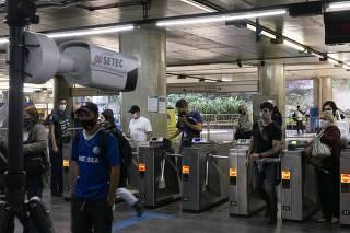 Metrô Sé começa a testar câmera que mede temperatura de pasageiros
