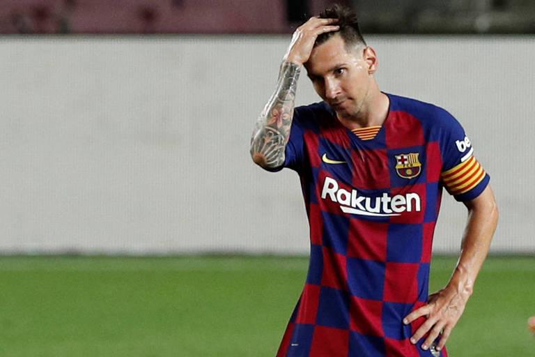 Messi põe a mão na cabeça durante o empate em 2 a 2 do Barcelona com o Atlético de Madrid