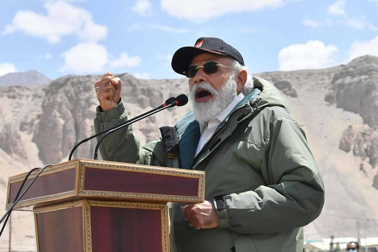 O premiê indiano Narendra Modi discursa a tropas durante visita à região de Ladakh