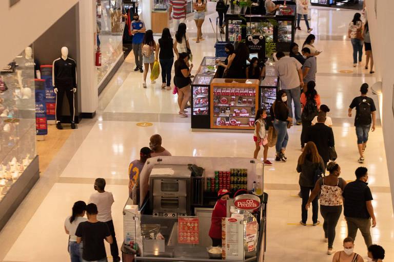 Aglomeração em comércios causa preocupação nas periferias