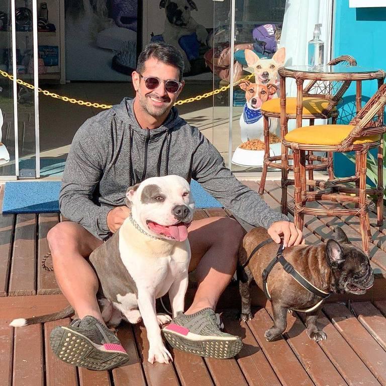 Guto Galamba,empresário de SC dá aula de otimismo nas redes sociais após ciclone destruir sua casa. A única preocupação dele era com os cachorros