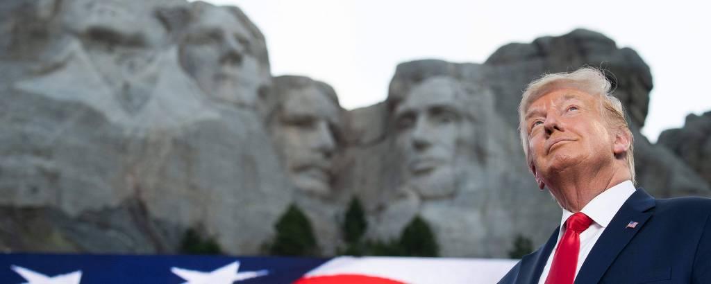 Donald Trump durante comício de campanha no Monte Rushmore