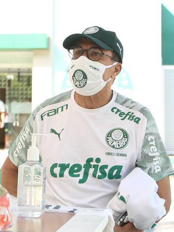 O técnico Vanderlei Luxemburgo, da SE Palmeiras, realiza teste de Covid-19, na Academia de Futebol. (Foto: Cesar Greco/Palmeiras/Divulgacao)