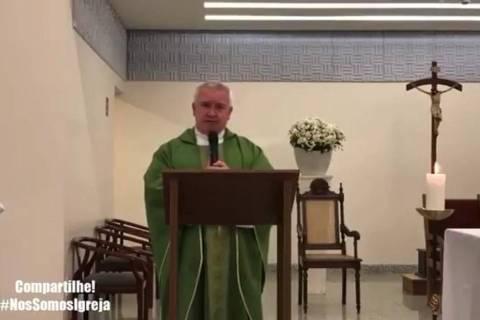 Padre diz que Bolsonaro é 'bandido' e que eleitor dele tem que se confessar
