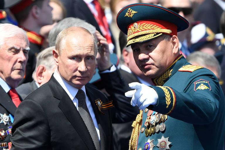 Putin e o ministro da Defesa russo, Serguei Choigu, na parada do Dia da Vitória, em Moscou