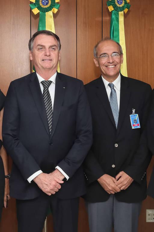 Presidente da República, Jair Bolsonaro, com Mauro Ribeiro, Presidente do Conselho Federal de Medicina