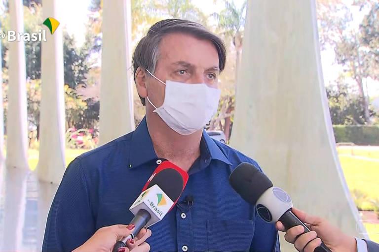 O presidente Jair Bolsonaro anuncia que exame deu positivo e que está com Covid-19