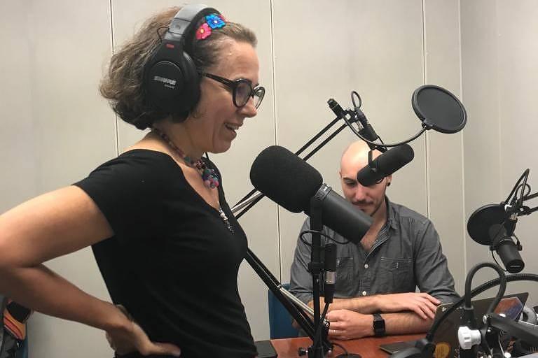 Heloíza Barbosa, que criou o podcast Faxina, com histórias de brasileiros que limpam casas nos Estados Unidos
