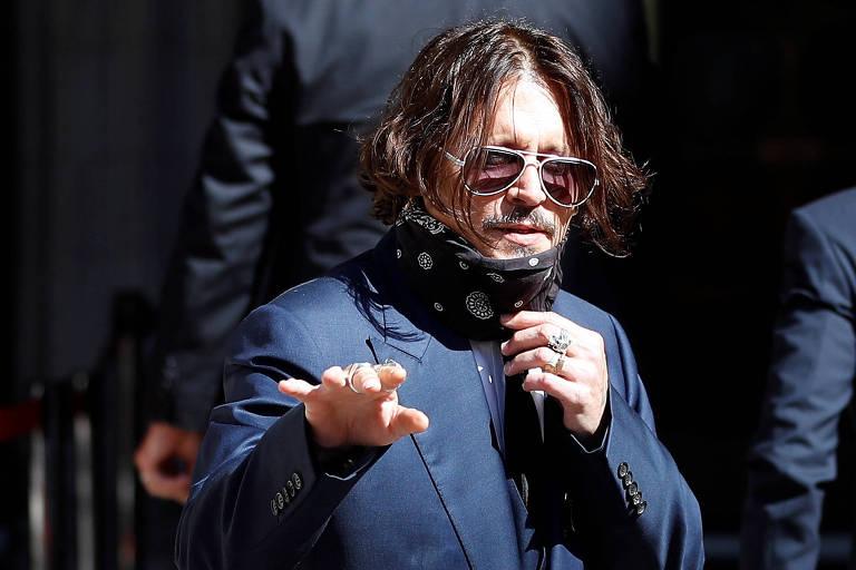 Johnny Depp em frente a um tribunal de Londres, nesta terça (7)