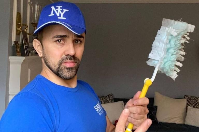 Samuel Andrade, que trabalha com limpeza há 16 anos nos EUA e encarna o personagem 'Coisinha' nas redes sociais, primeiro entrevistado do podcast Faxina