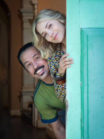 Marylin ( Letícia Colin) e Francis (Edmilson Filho) na série Cine Holliúdy