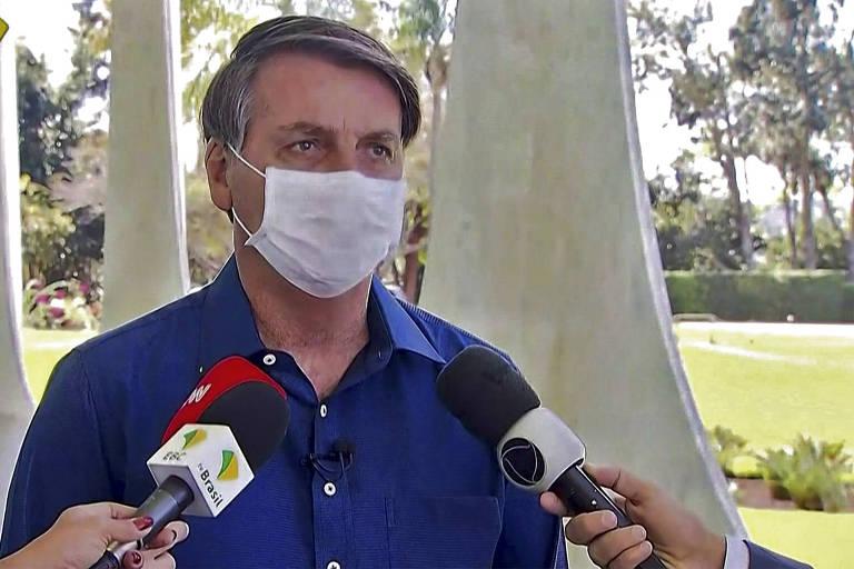 O presidente Jair Bolsonaro confirma em entrevista que está com coronavírus