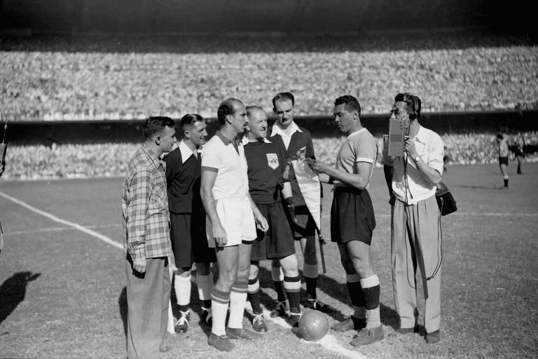 Os capitães de Brasil e Uruguai, Augusto e Obdulio Varela, momentos antes do jogo decisivo do Mundial de 1950