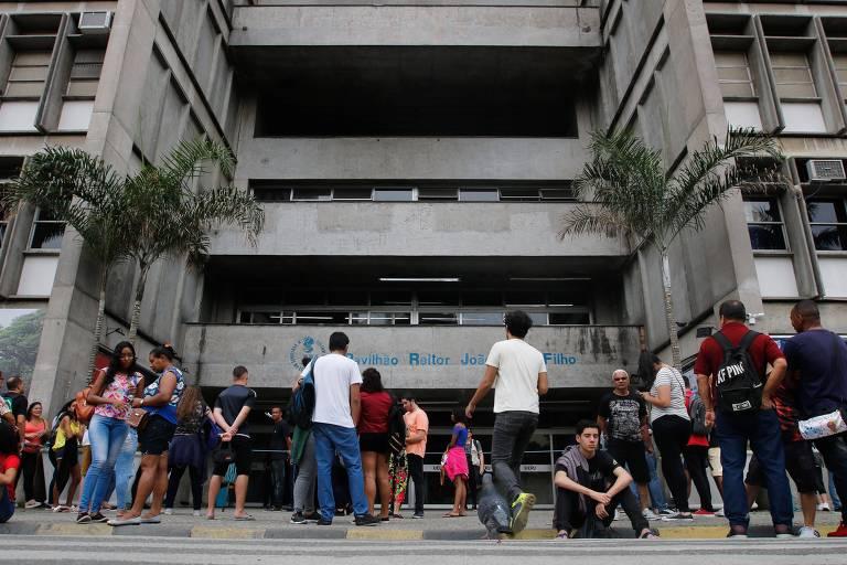 Estudantes fazem provas do Enem na Universidade do Estado do Rio de Janeiro