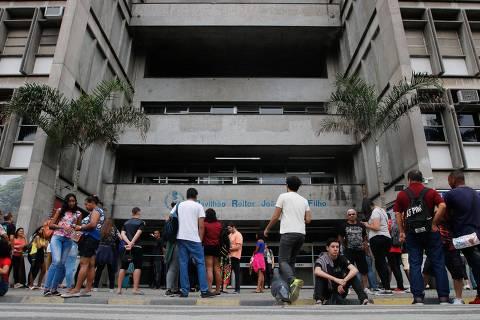 Rio de Jaeiro - RJ - 10/11/2019 - Estudantes fazem segundo dia de provas do ENEM na UERJ Crédito: Fernando Frazão/Agência Brasil