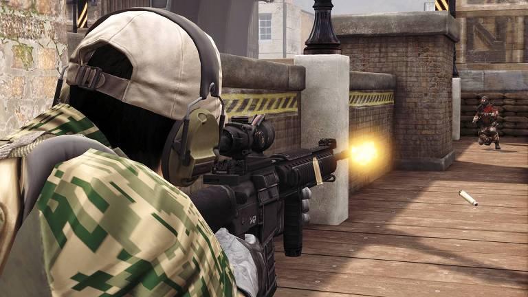 Cena de jogada do America's Army, game que inspirou o Missão Verde-Oliva brasileiro