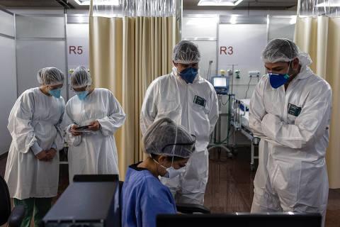 SÃO PAULO, SP, BRASIL, 04-06-2020: Rotina de do Hospital de Campanha do Anhembi, dedicado à de baixa e média complexidade, na área administrada pela SPDM. Na foto a Sala de Estabilização. (Foto: Bruno Santos/ Folhapress) *** FSP-CIÊNCIA, SAÚDE E EQUILÍBRIO *** EXCLUSIVO FOLHA***